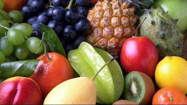 Indonesia memiliki aneka ragam buah-buahan.