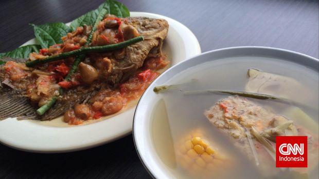 Pecak gurame dan sayur asem dua kuliner betawi yang sulit dipisahkan