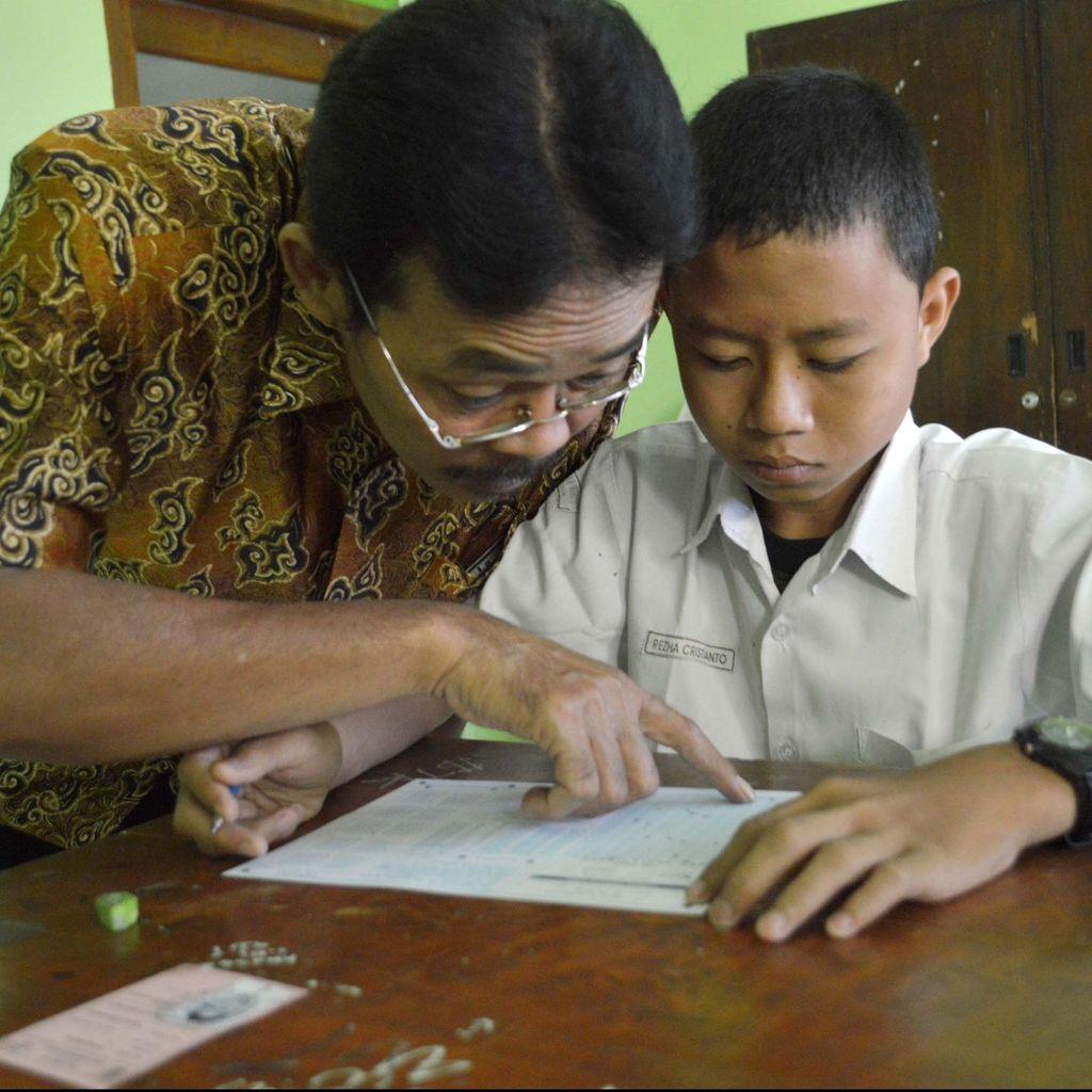 Guru, Antara Kerja dan Profesi