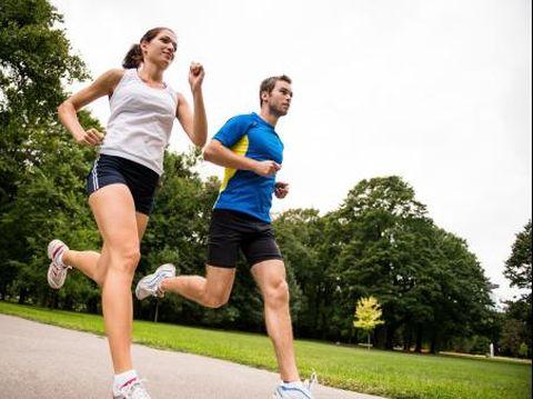 Lari adalah olahraga yg paling sederhana dan dapat dikerjakan banyak orang.