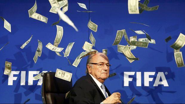 Sepp Blatter memilih mundur menyusul dugaan korupsi di tubuh FIFA.