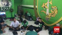Bonek: Kami Kubur Kerinduan pada Sepak Bola Dalam-dalam – CNN Indonesia