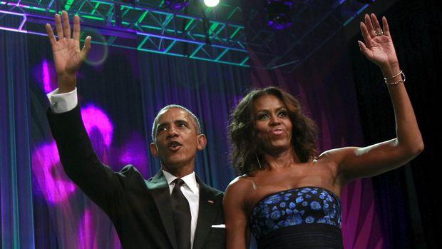 Barack dan Michelle Obama punya paling banyak pemilih untuk menjadi wajah mural berikutnya di dinding Ben's Chili Bowl.