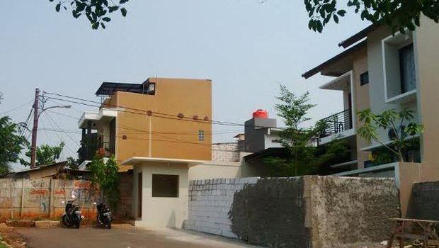 Ramai di Path, Rumah Deni di Bintaro ini Dikurung Tembok Oleh Sekelompok Orang