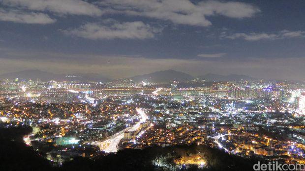 Mengikat Cinta di Namsan Tower Seoul