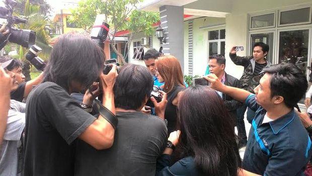 Foto Nikita Mirzani Setelah Diamankan Bareskrim di Hotel di Jakarta