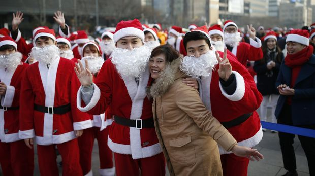 Sosok Sinterklas selalu identik dengan pria tua berjenggot putih dengan badan gempal.