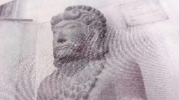Repro gambar arca Gajah Mada.