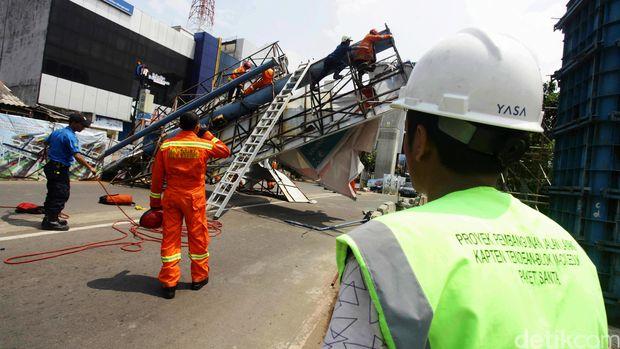 Evakuasi Baliho Roboh Selesai, Jalur Tendean