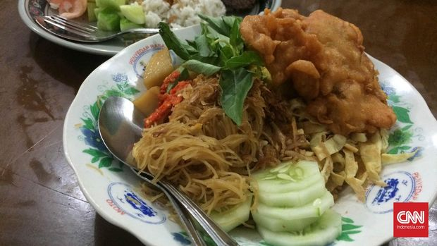 nasi ulam merupakan percampuran pengaruh budaya kuliner dari Tionghoa dan Belanda di Batavia