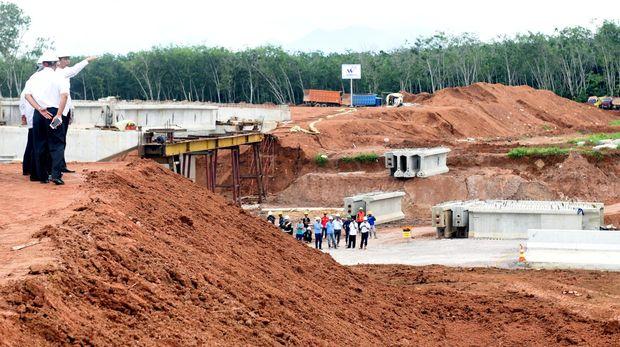 Teknologi yang semakin canggih membuat proyek infrastruktur tidak lagi menyerap banyak tenaga kerja.