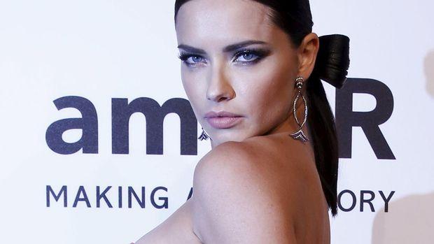 Alessandra Ambrosio salah satu model berbayaran tertinggi