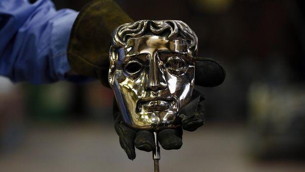 Patung wajah jadi ciri khas BAFTA Awards.