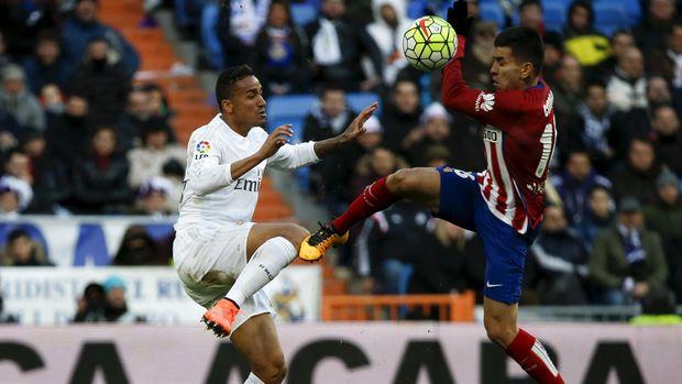 Danilo (kiri) dua musim memperkuat Real Madrid.