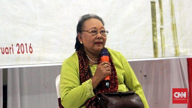 Nh Dini, novelis Indonesia, ibunda Pierre Coffin.