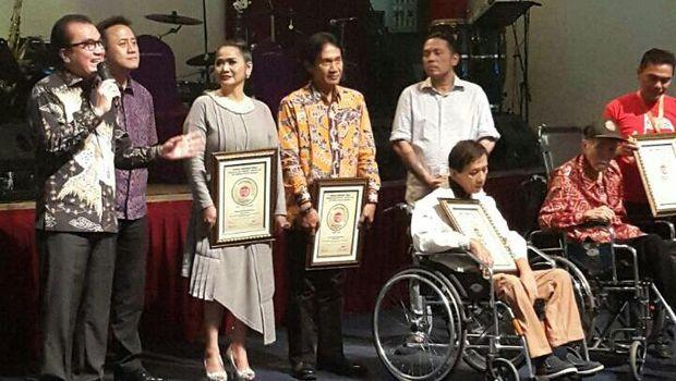 a200f3e8 95e1 4e63 bed8 56f0e46a4195 169 » 4 Tokoh Peraih Penghargaan Anugerah Bhakti Musik Indonesia 2016