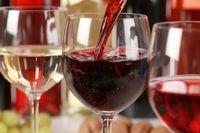 Red wine untuk bersulang di perikahan Jessica Biel dan Justin Timberlake.