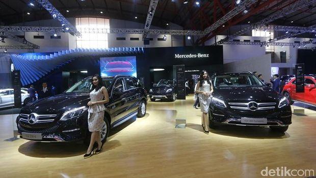 Stan Mercedes-Benz akan menampilkan 14 tipe terbaru dari passenger car family. Akan hadir beragam tipe kendaraan new generation compact cars seperti A-Class ...