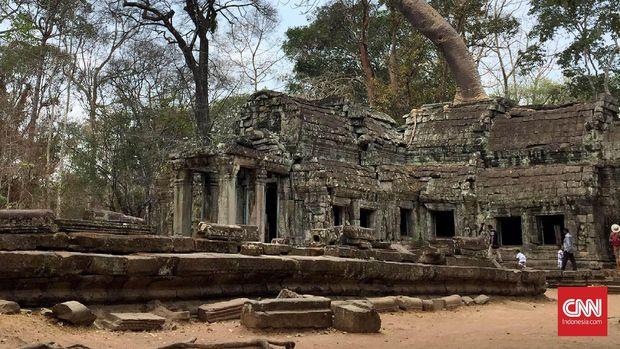 Kompleks candi Angkor Wat memiliki luas 162 hektar dan terdiri dari 72 candi yang bisa dikunjungi.