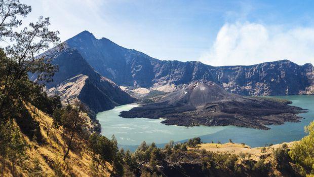 Lari Lintas Alam Hingga 100 Km Di Gunung Rinjani