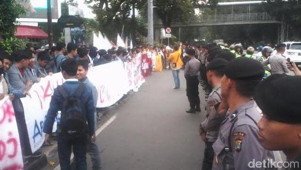 Otoritas Pajak Belum Setingkat Menteri, Mahasiswa Demo Tanyakan Nawacita Jokowi-JK