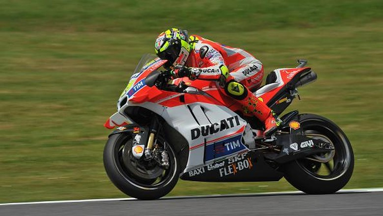 Iannone Rebut Pole, Rossi Start Kedua