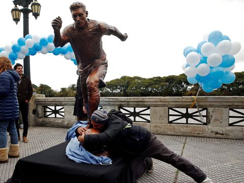 Patung  Messi Diresmikan Pada Buenos Aires