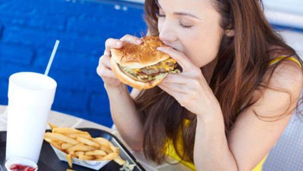 Junk food juga memicu peningkatan kolesterol