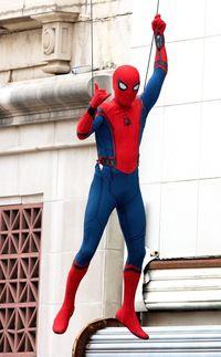 Pengalaman Tom Holland Pakai Thong Saat Berperan Jadi Spiderman