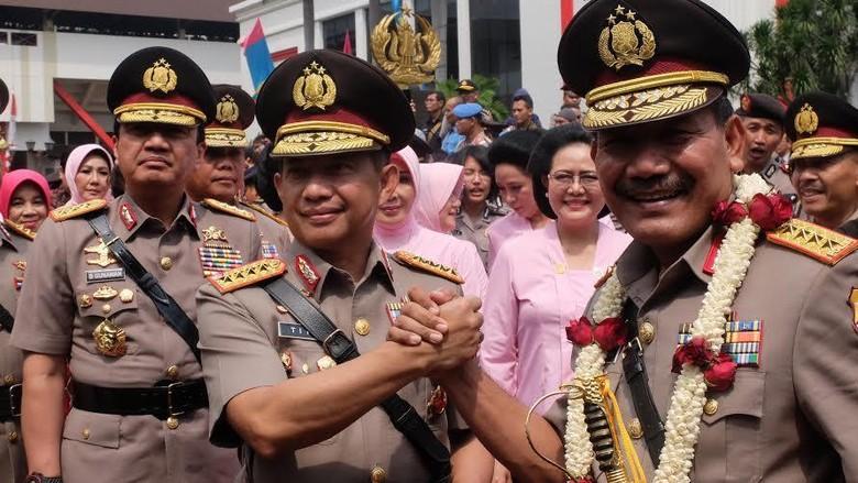 Kapolri Jenderal Tito Lepas Jenderal Badrodin dengan Salam Komando