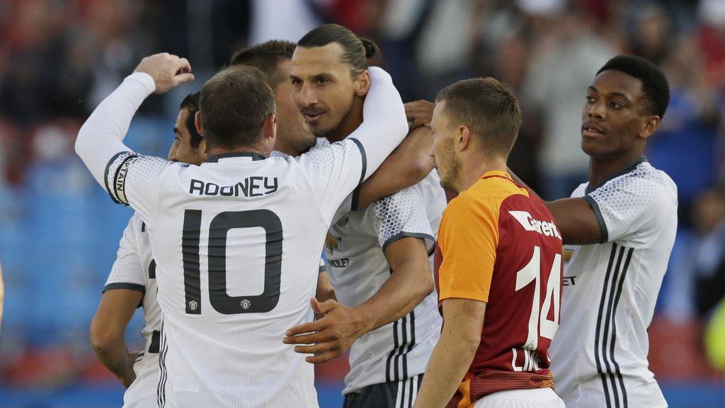 Ibrahimovic Cetak Gol, MU Tekuk Galatasaray 5-2