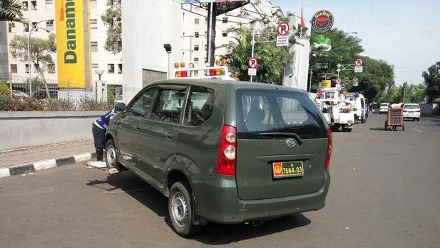 Mobil Dinas TNI, Metromini Hingga Bajaj Ditindak karena Parkir Sembarangan