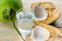 Ini 4 Manfaat dari Air Kelapa yang Bisa Bikin Wajah dan Rambut Lebih Sehat