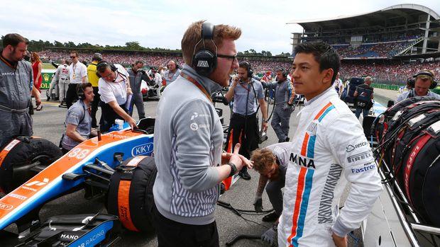 Sepanjang karier balap mobil formula, Rio hampir selalu berlaga di luar negeri.