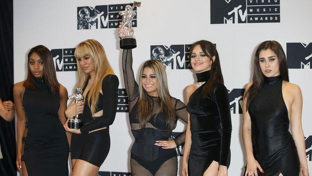 Fifth Harmony membuat video klip yang sensual untuk lagu Work from Home.