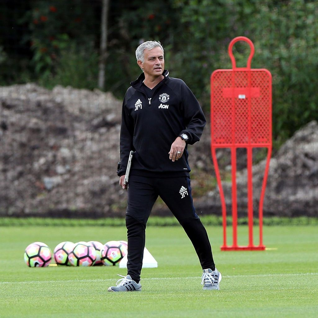 Mourinho Curhat Soal Sulitnya Hidup di Manchester