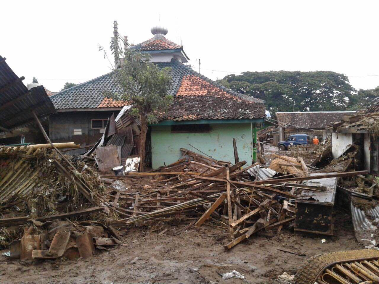 Masjid ini Tetap Kokoh Berdiri, Walau Banjir Bandang