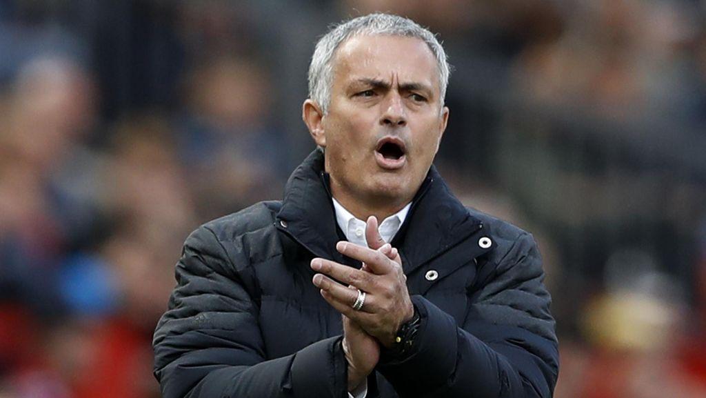 Misi Mourinho Bangun Koneksi dengan Fans MU Lewat Raihan Trofi
