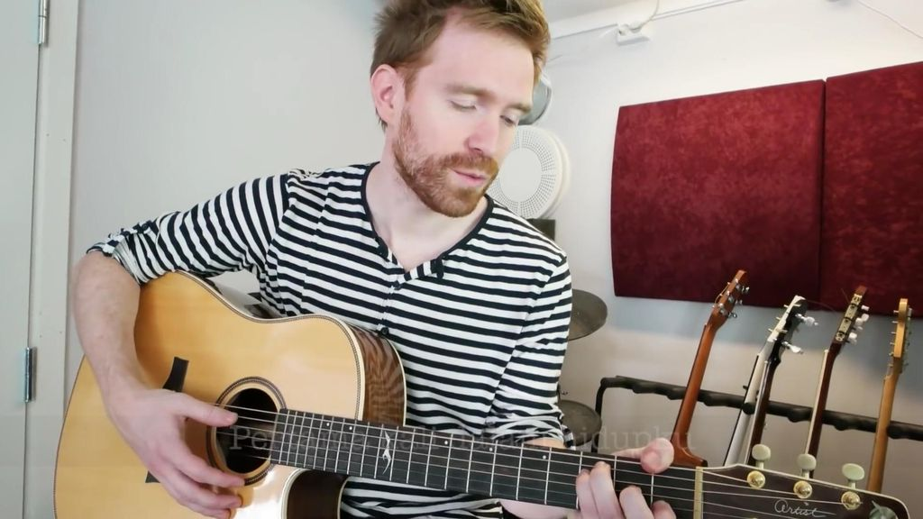 Foto: WN Norwegia bernama Audun menyanyikan lagu 'Nasi Padang (Istimewa/Youtube)