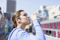 Botol air minum untuk persediaan di kantor.