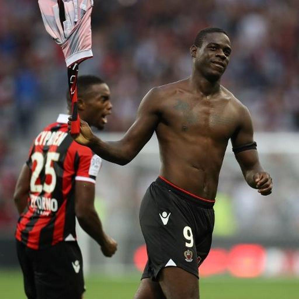Saran Mancini untuk Balotelli: Berhenti Copot Kaus Setelah Bikin Gol!