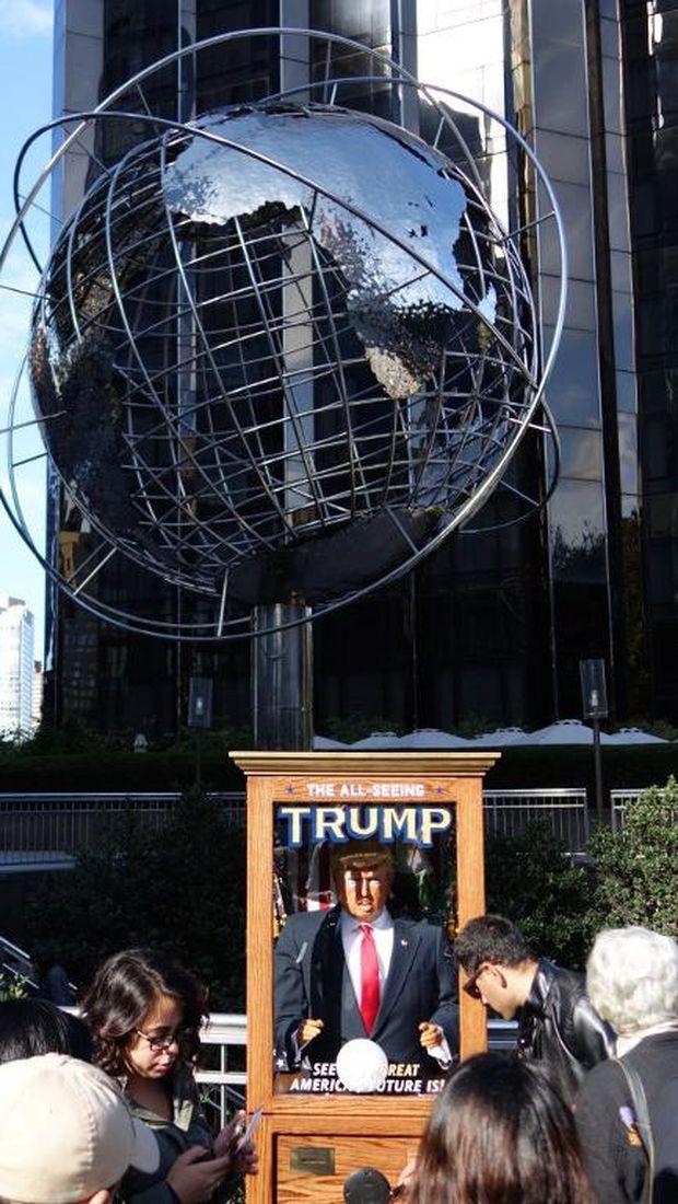 Boneka Peramal Trump Muncul di New York, 'Sindir' Masa Depan AS