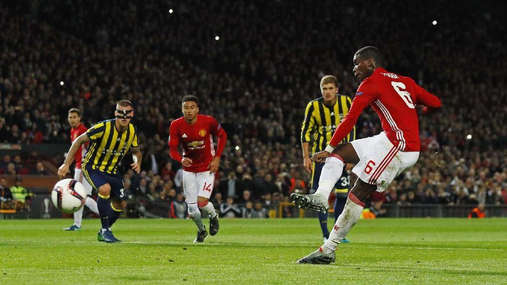 Pogba Izin Dulu ke Rooney Sebelum Eksekusi Penalti