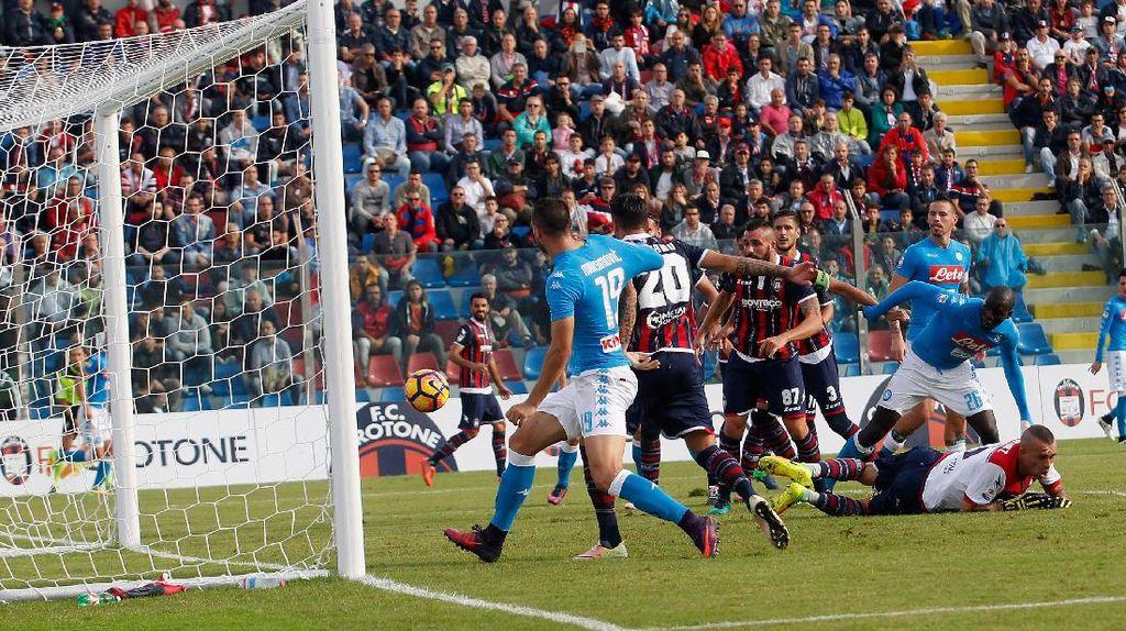 10 Pemain Napoli Kalahkan Crotone