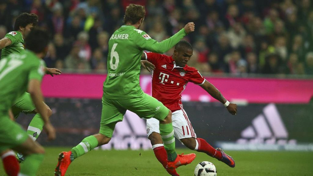 Bayern Tundukkan Gladbach 2-0