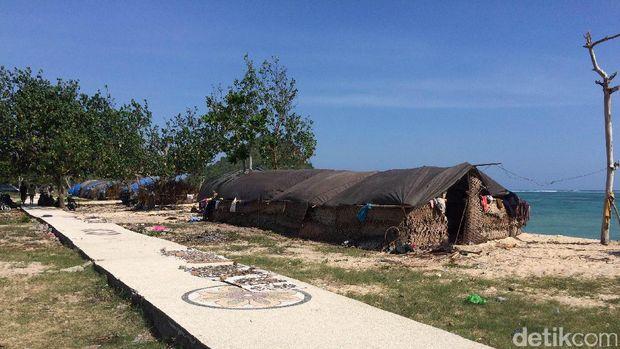 Kemah Suku Sasak di Pantai Kuta (Masaul/detikTravel)