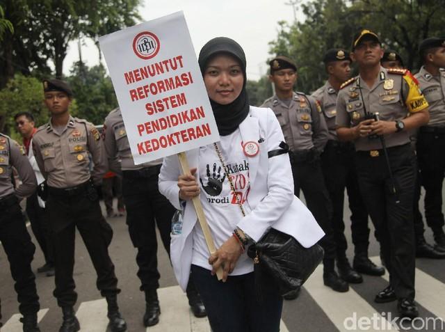 Dokter Demo Tolak Dokter Layanan Primer