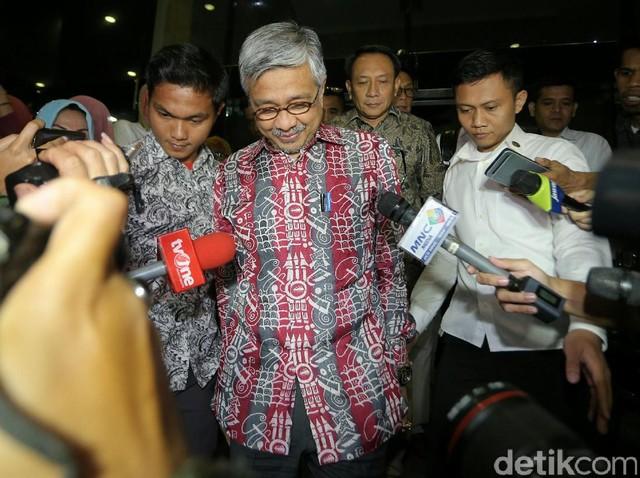 Gubernur Sultra Nur Alam Diperiksa Selama 9 Jam