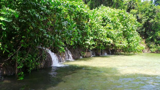 Air Terjun Arawai yang kecil dan berderet-deret (Wahyu/detikTravel)