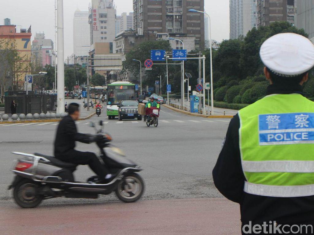 Aksi Nekat Sejumlah Pengendara di China